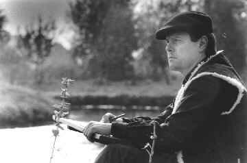 Hans Werner Thurmann mit Skizzenblock an der Niers
